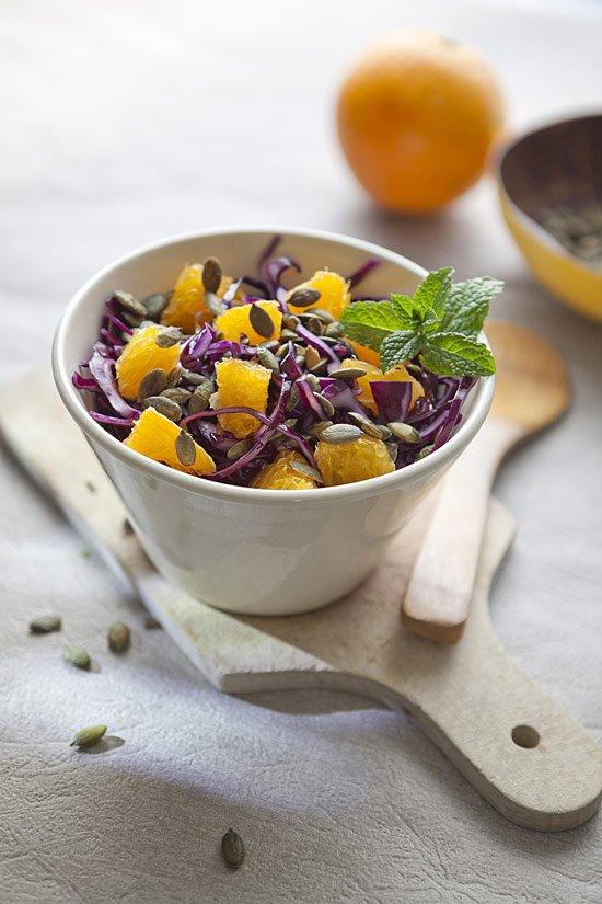 Salade de chou rouge à l'orange et aux graines