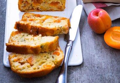 Cake aux abricots romarin et roquefort
